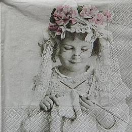 12424. Маленькая рукодельница