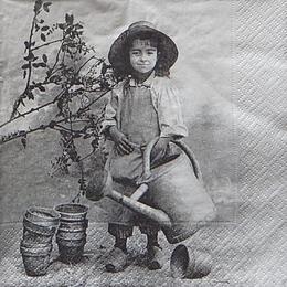 12429. Девочка с лейкой
