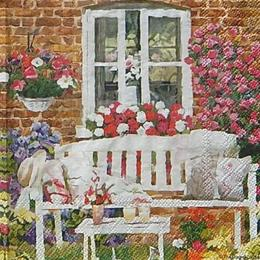 12472. Скамейка в цветах под окном