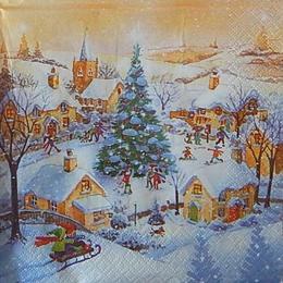 12549. Новогодняя елка во дворе