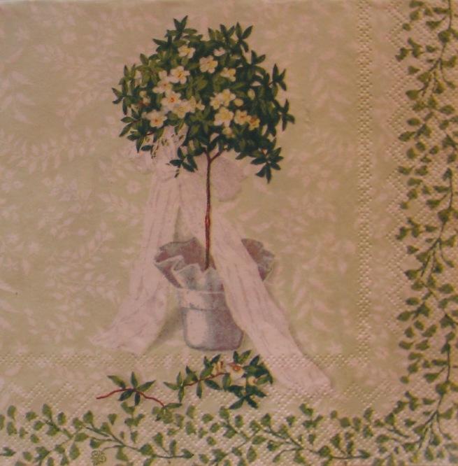 641. Деревце на зеленом