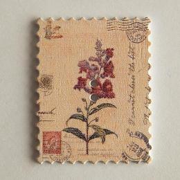 hm-1455. Пуговица Марка с цветком, белая