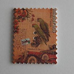 hm-1462. Пуговица Марка с попугаями, бежевая