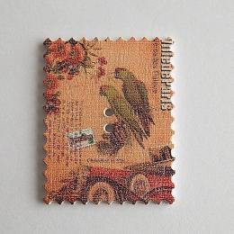 hm-1463. Пуговица Марка с попугаями, белая