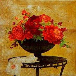 2360. Красные цветы в вазах. 60 шт., 2,5 руб/шт
