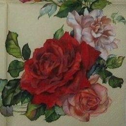 3151. Гирлянда роза на светло-бежевом