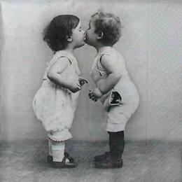 3307. Поцелуй.