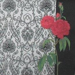8776. Красные розы на черно белом фоне.