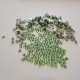 hm-1155.  Стразы, зеленые. 100 шт., 0,7 руб/шт