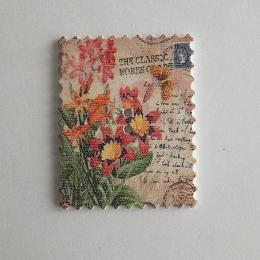 hm-1461. Пуговица Марка с цветами, белая