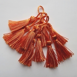 hm-337. Кисточки, цвет оранжевый.