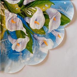 24135. Белые лилии на синем. 15 шт., 9 руб/шт